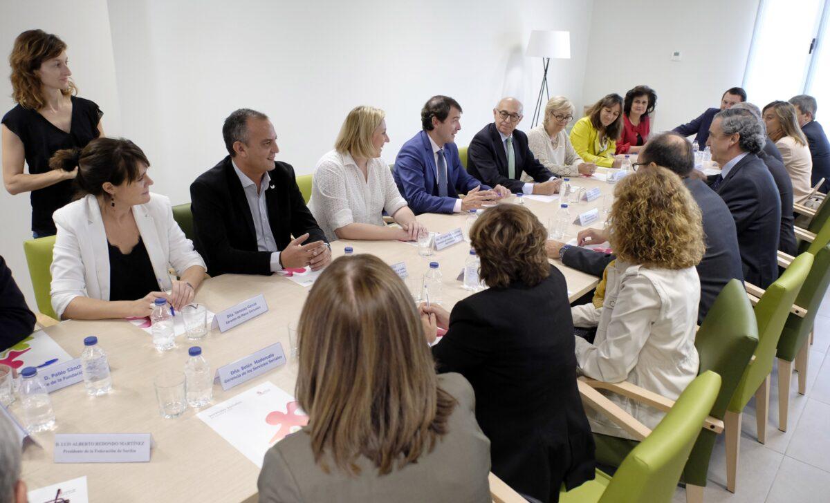 El presidente de la Junta de Castilla y León tiene un encuentro con CERMI compartir líneas de trabajo